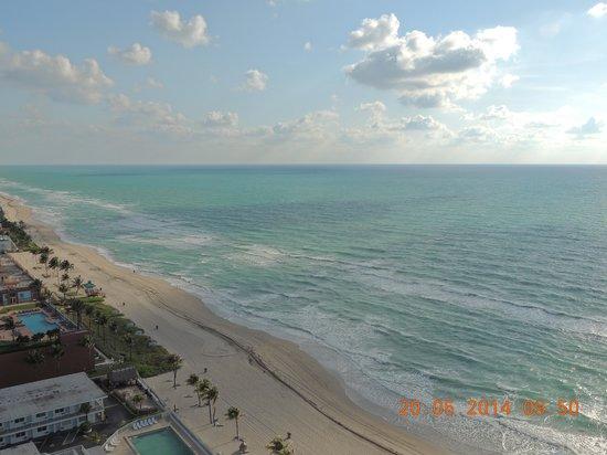Marenas Beach Resort : vista a la playa