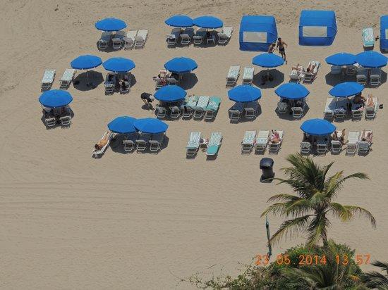 Marenas Beach Resort : servicio de playa