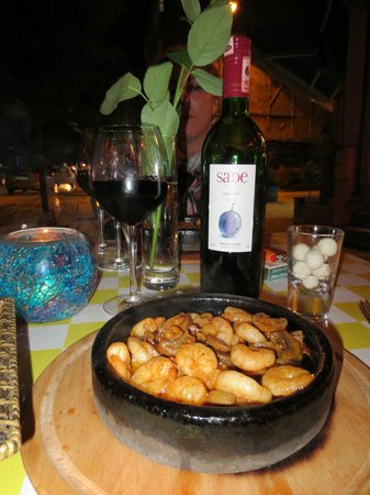Hippodrome Restaurant : Shrimp and mushroom sauté with a lovely wine