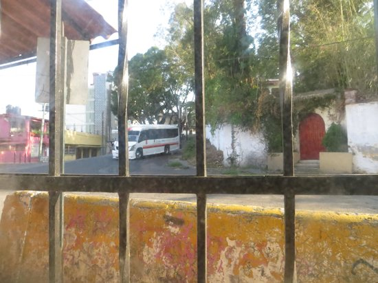 Hospedaje Mary : Buses and trucks