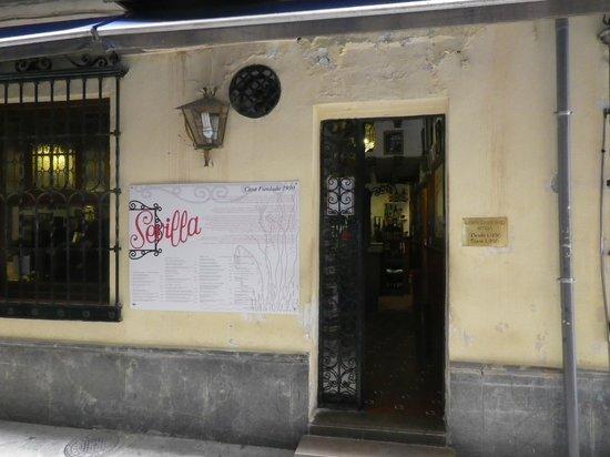 Restaurante Sevilla: entrance