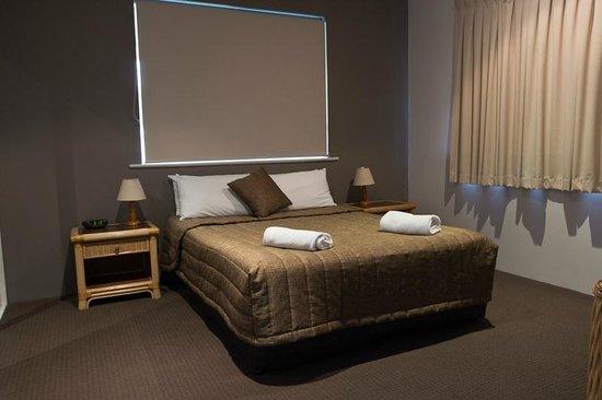 Coolum Beach Resort : Main Bedroom