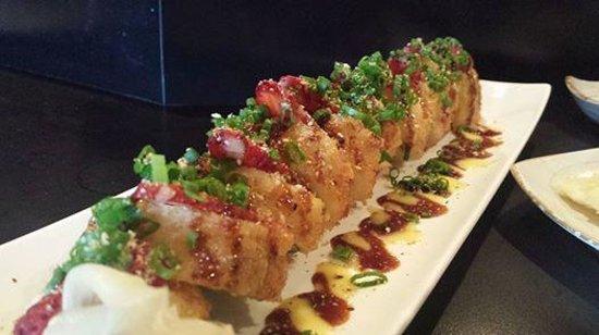 Nori Japanese Restaurant: Veggie Strawberry Crunch Roll <3
