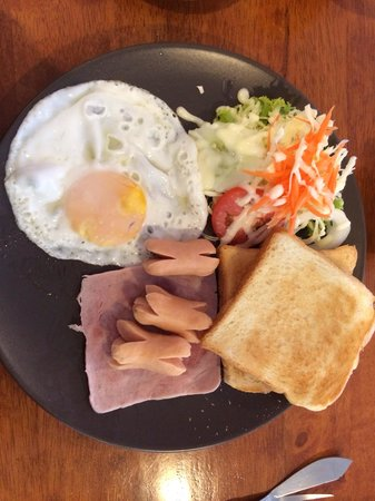 Airy Resort: Included breakfast (with coffee or tea and orange juice)