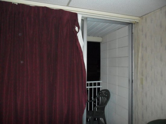 Quality Inn: Drapes