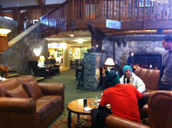 Mammoth Mountain Inn: Inside the lobby