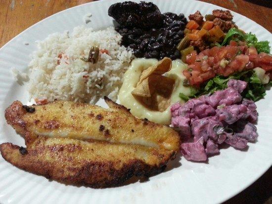 Soda Viquez: AMAZING huge Casada con pescado (fish, rice and other yummy stuff :) 2700colones