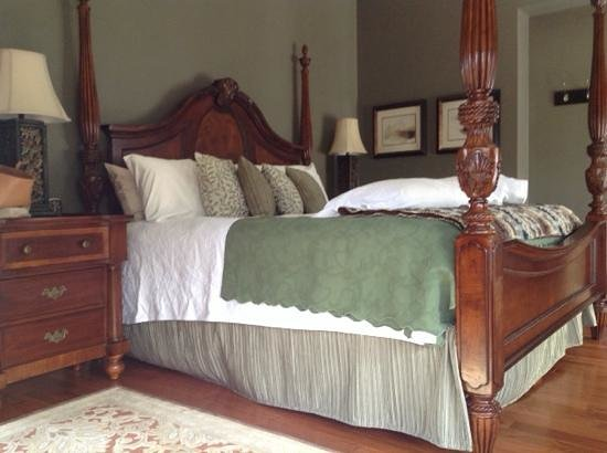 Three Pines View: lovely king room