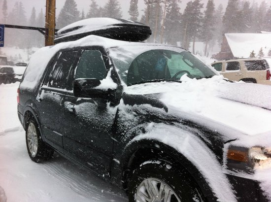 Mammoth Mountain Inn: The truck covered in snow