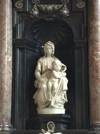 Onze-Lieve-Vrouwekerk: Church of Our Lady - Michelangelo Sculpture
