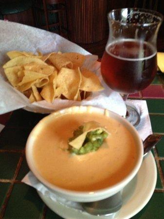 Palmer's Restaurant Bar: Guacamole queso dip--yum!!