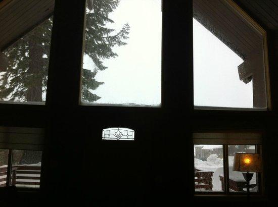 Mammoth Mountain Inn : A view inside the room