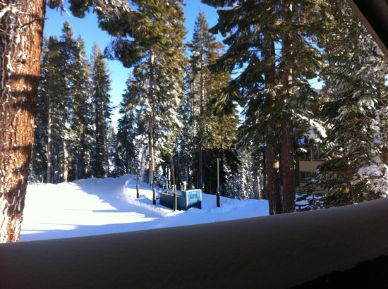 Mammoth Mountain Inn : Looking outside the room