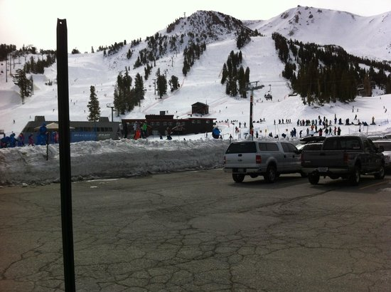 Mammoth Mountain Inn : Looking from the parking lot towards the mountain