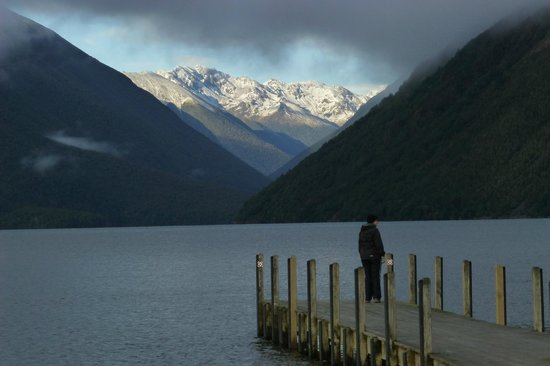 Nelson Lakes National Park: View across Lake Rotoiti up the Travers Valley
