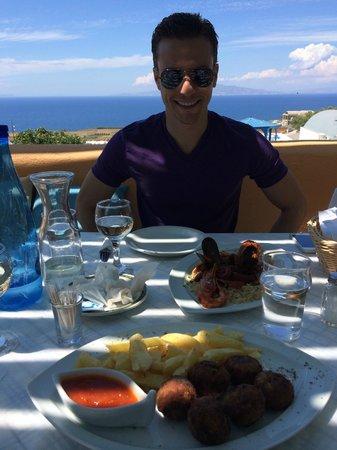 Roka Kafeneio Ouzeri : The Greek meatballs and the seafood pasta sampler.