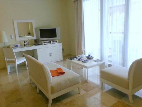 Grand Riviera Princess All Suites Resort & Spa: Seating area in the Laguna Villas.