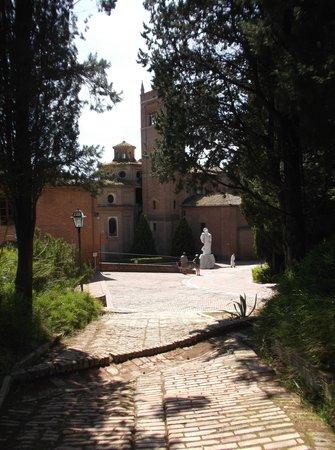 Abbazia di Monte Oliveto Maggiore: Approaching the Abbey