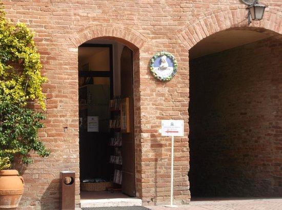 Abbazia di Monte Oliveto Maggiore: The Apothecary