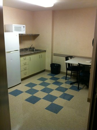 Residence & Conference Centre - Kitchener-Waterloo: Kitchenette
