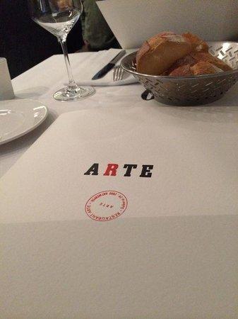 Pizza Arte: table scene