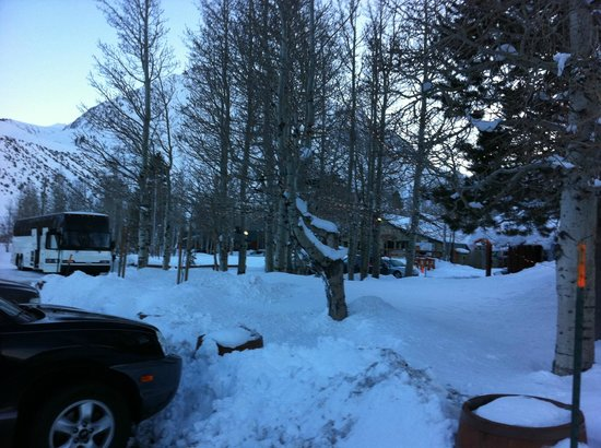 The Restaurant at Convict Lake : the restaurant in winter