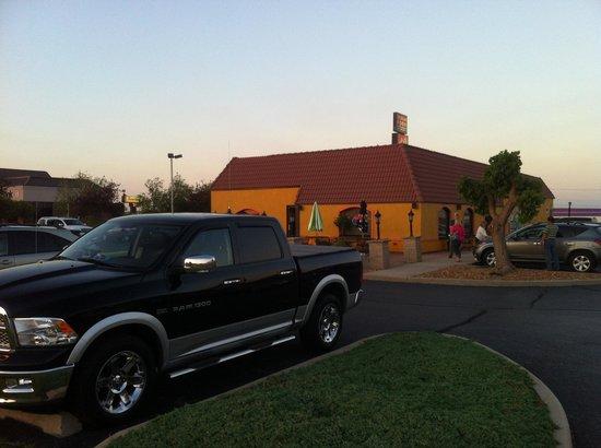 Mi Margarita Mexican Restaurant: Sundown : Party Time