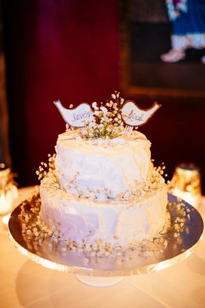 Well Bred Bakery & Cafe: Wedding Cake