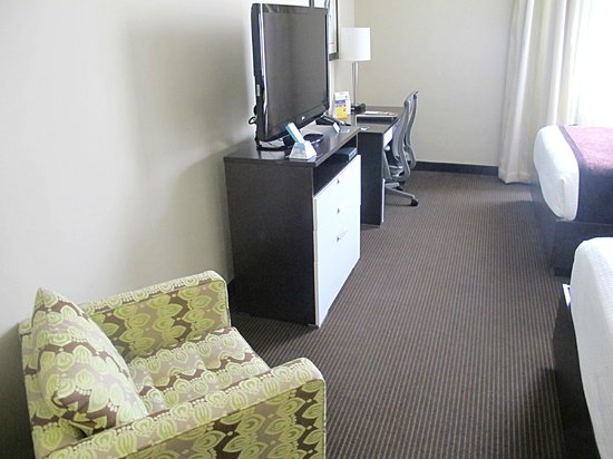 Best Western Premier Miami International Airport Hotel & Suites: Plenty of walkway room