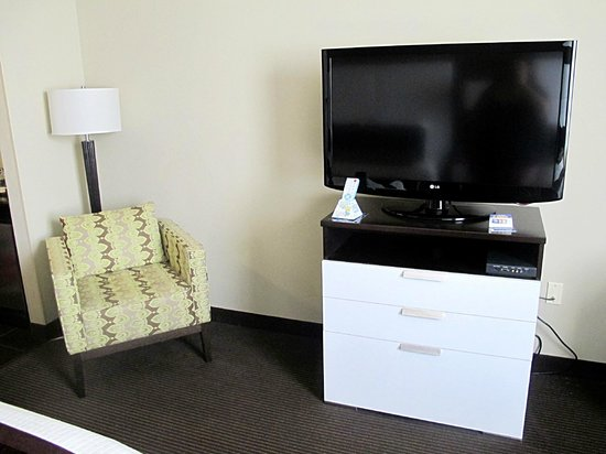 Best Western Premier Miami International Airport Hotel & Suites: TV