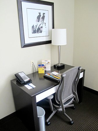 Best Western Premier Miami International Airport Hotel & Suites: desk/Work area