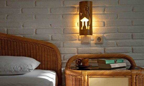 Puri Kelapa Garden Cottages : Bedside Table