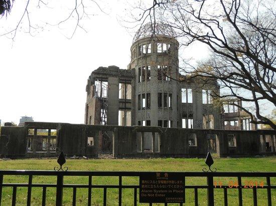 Hiroshima Peace Memorial Park : Outra vista do edificio da cupula da bomba