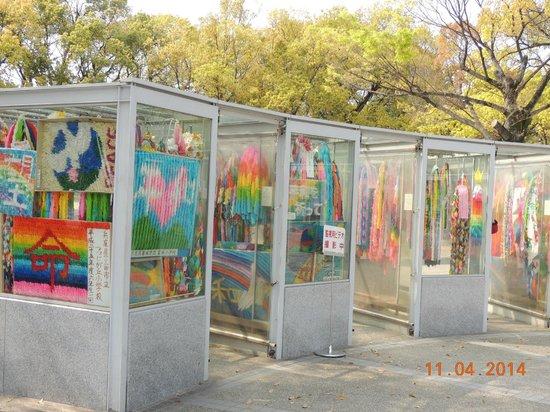 Hiroshima Peace Memorial Park : Exposição dos milhares de tsurus (dobraduras)