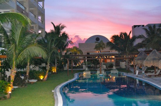 Excellence Playa Mujeres: evening view