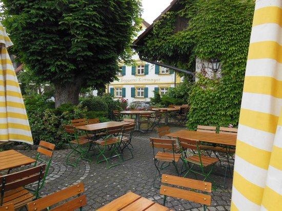 Landgasthof Hotel Brauerei Rittmayer: Outside dining area (beergarden)