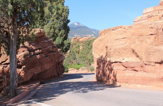 Garden of the Gods: Drive through!!