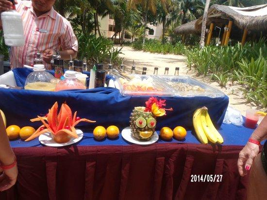Hotel Riu Playacar: PRESENTACION DE COMIDAS