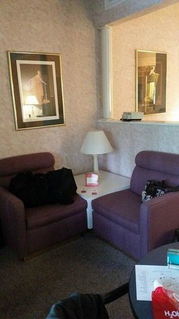 Pocono Palace Resort: Sitting area