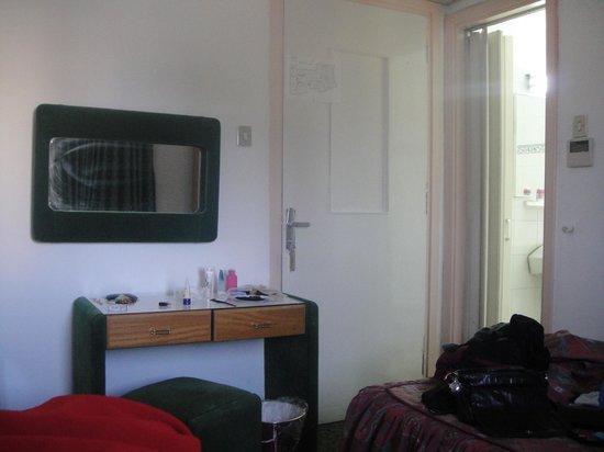 Capitol Hotel: Room 107