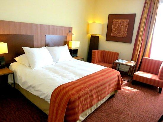 Radisson Blu Hotel, Marseille Vieux Port : Standard guest room