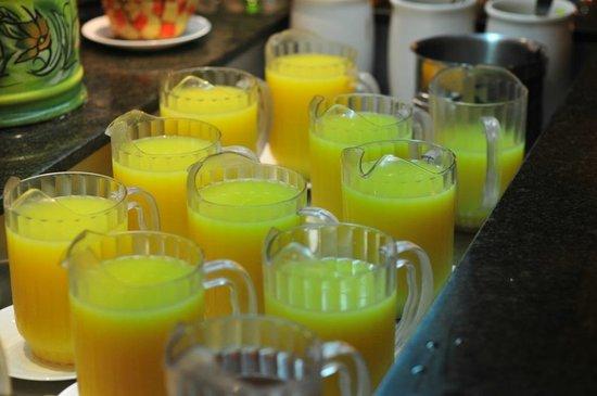 Blau Varadero Hotel Cuba: Variedad de zumos de frutas frescas