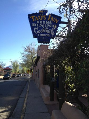 The Historic Taos Inn : The Taos Inn from the road