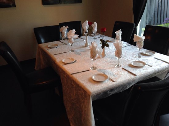 Konstantine's: Table