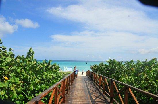 Blau Varadero Hotel Cuba: Acceso a la playa