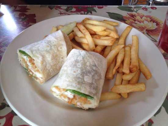 Maxi's Restaurant: Chicken wrap