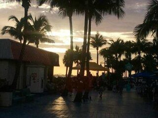 Pink Shell Beach Resort & Marina: Sunset shopping, sight seeing just down the street.