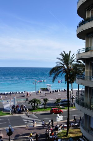 Mercure Nice Promenade des Anglais : Partial view of the sea.