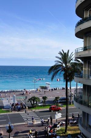Mercure Nice Promenade des Anglais: Partial view of the sea.