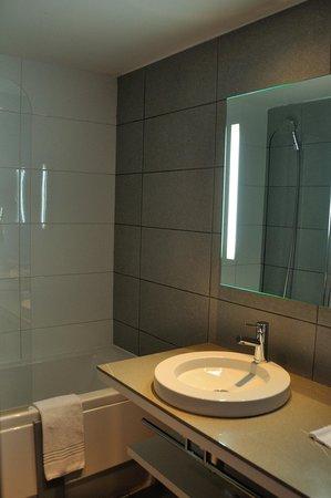 Mercure Nice Promenade des Anglais : Bathroom.